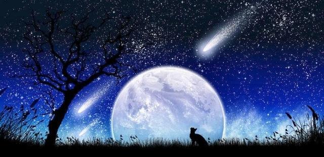 луна близко и много звезд